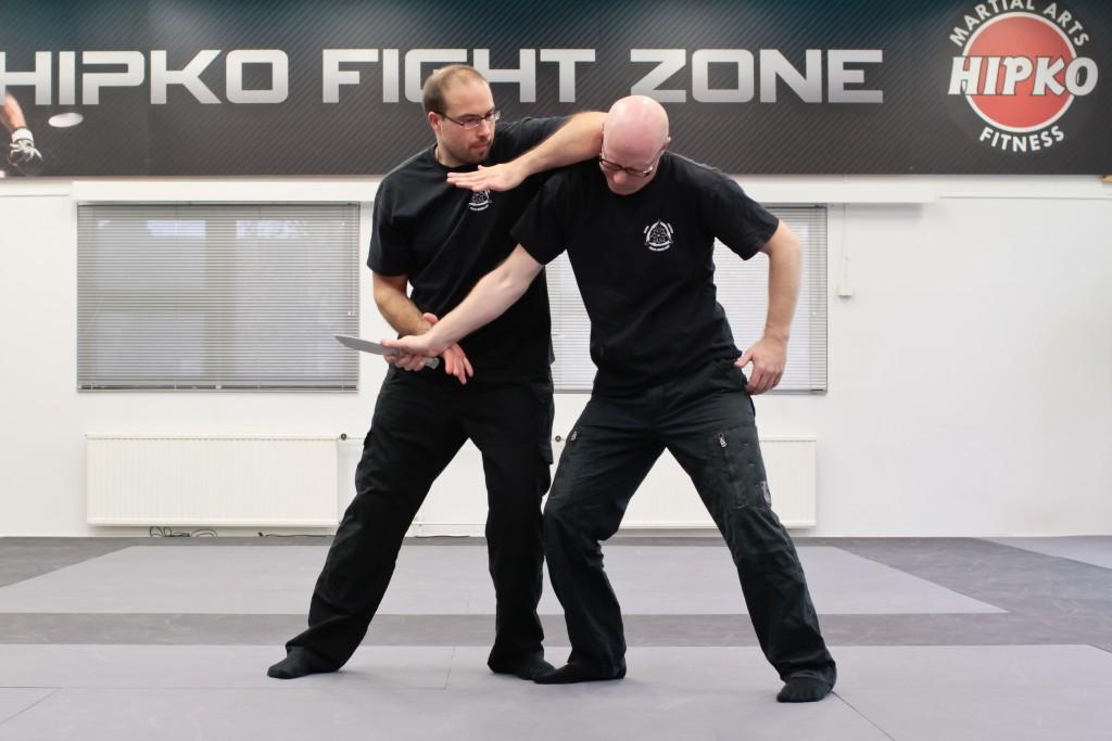 Aseeton puolustautuminen veistä vastaan (Empty hand vs. knife) 30.9