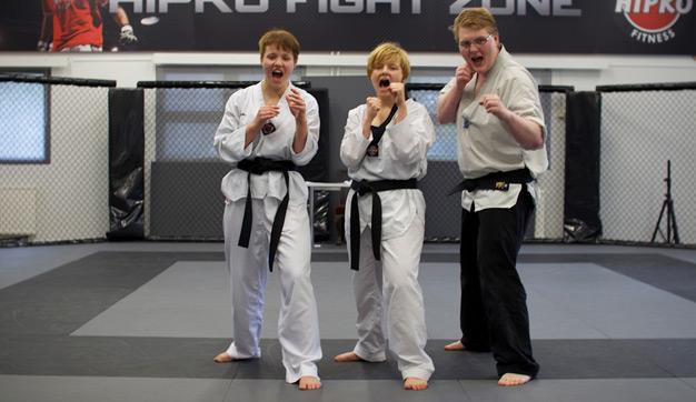 Uudet taekwondon mustat vyöt